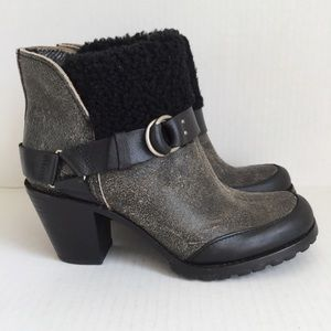 Woolrich Miss Alice Black Crackle Leather Booties
